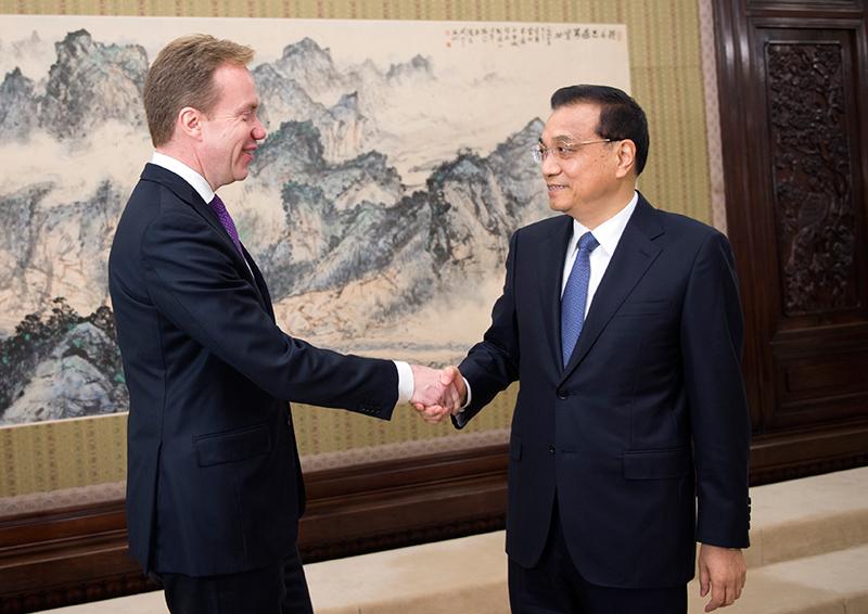 李克强表示,挪威是较早同新中国建交的西方国家。中挪关系发展的历史表明,相互尊重、平等相待,切实照顾彼此核心利益和重大关切,是增强政治互信、促进双边关系顺利发展的前提和基础。两国外长进行了坦诚深入会谈,就双边关系正常化达成共识。