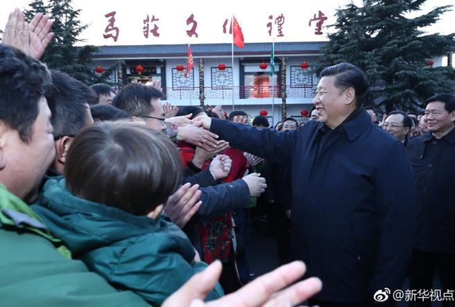 2017年12月12日下午,习近平到江苏徐州马庄村考察。(图片来源:新华网)