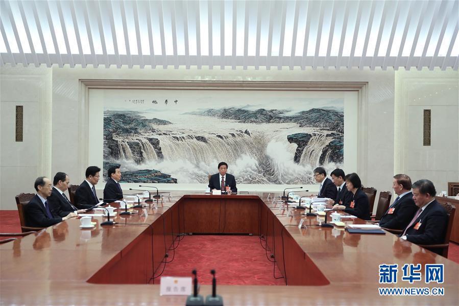 (两会)十三届全国人大一次会议主席团常务主席第三次会议举行 栗战书主持