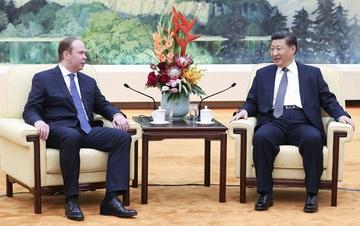 习近平会见俄罗斯总统办公厅主任瓦伊诺