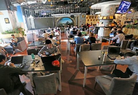 p58-北京中关村创业大街为创业者搭建全方位创业服务平台。视觉中国