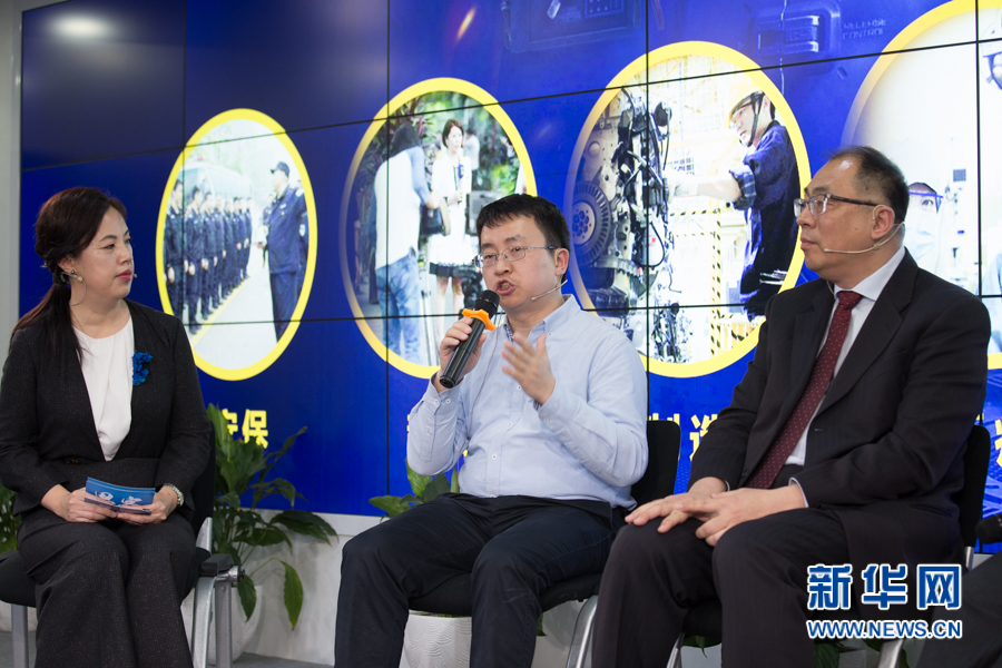 王士进在思客讲堂与众专家讨论人工智能行业该如何差异化发展。新华网 周靖杰 摄