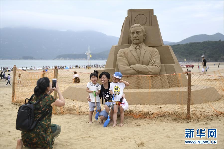 """(社会)(1)浙江舟山:""""沙雕世界杯""""亮相海滩"""