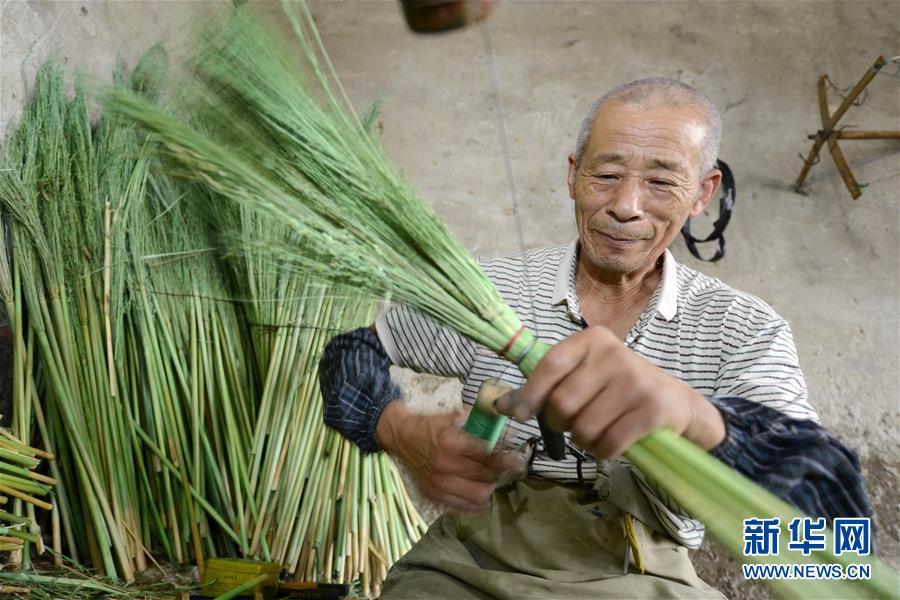 (经济)(1)河北乐亭:笤帚出口助增收