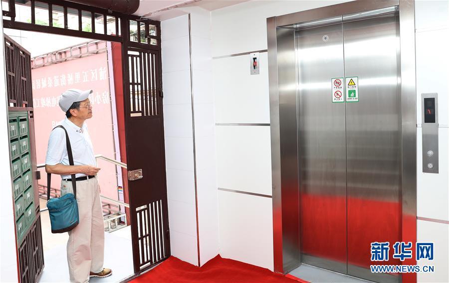 (社会)(1)上海:老公房配上新电梯