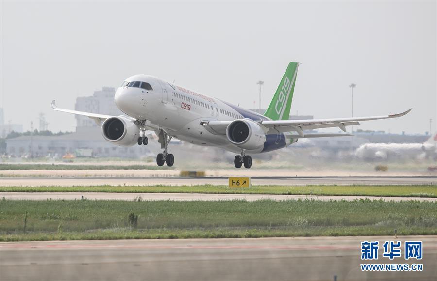 (经济)(1)C919大型客机102架机转场东营试飞基地