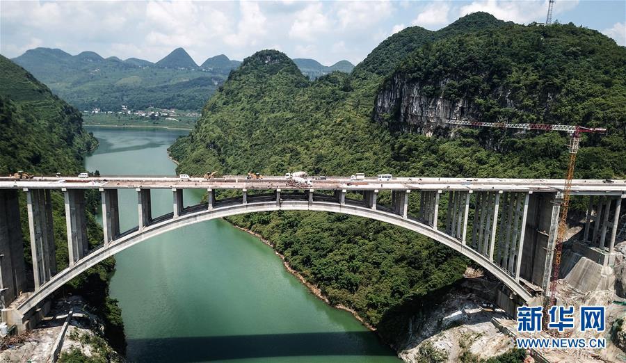 (经济)(1)贵州织普高速夜郎湖特大桥全线贯通