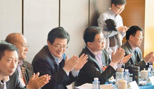 【两会瞬间】全国政协农业界别委员举行小组会