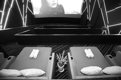 杭州一电影院推出床厅 一张床算两个位子不单卖