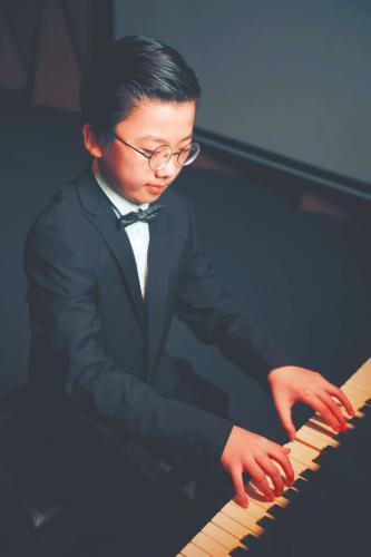 10岁男孩的独立人生:开钢琴音乐会 写万字英文小说
