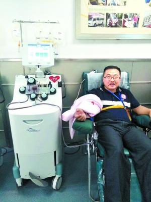 曾繁炼在参与无偿献血。