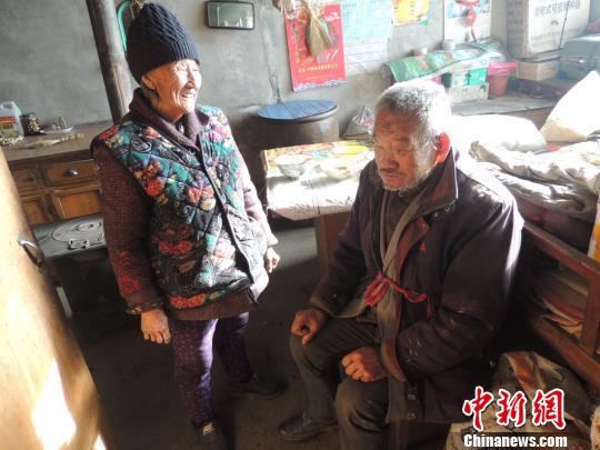 山西隰县87岁老人照顾智障弟弟63年曾为其两次离婚