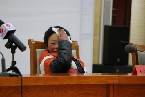 """21日,""""冰花男孩""""王福满在北京接受采访。 图片来源:中国长安网"""