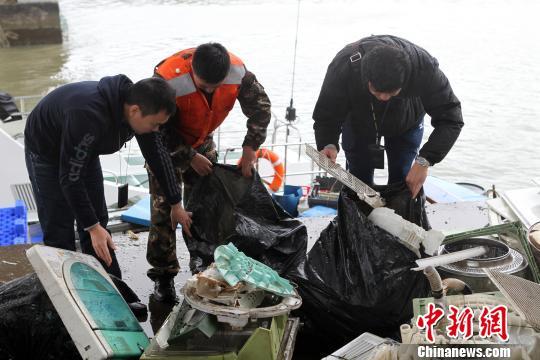 珠海拱北海关查获今年首起固体废物走私大案(图)