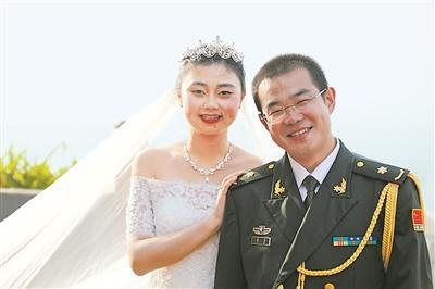 新郎婚礼前夕远赴西非新娘携带婚纱跨越万里完婚