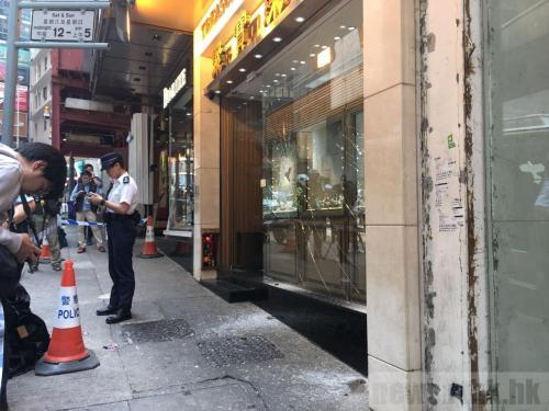 香港一珠宝店遭劫 抢匪掠走价值近2千万港元饰物