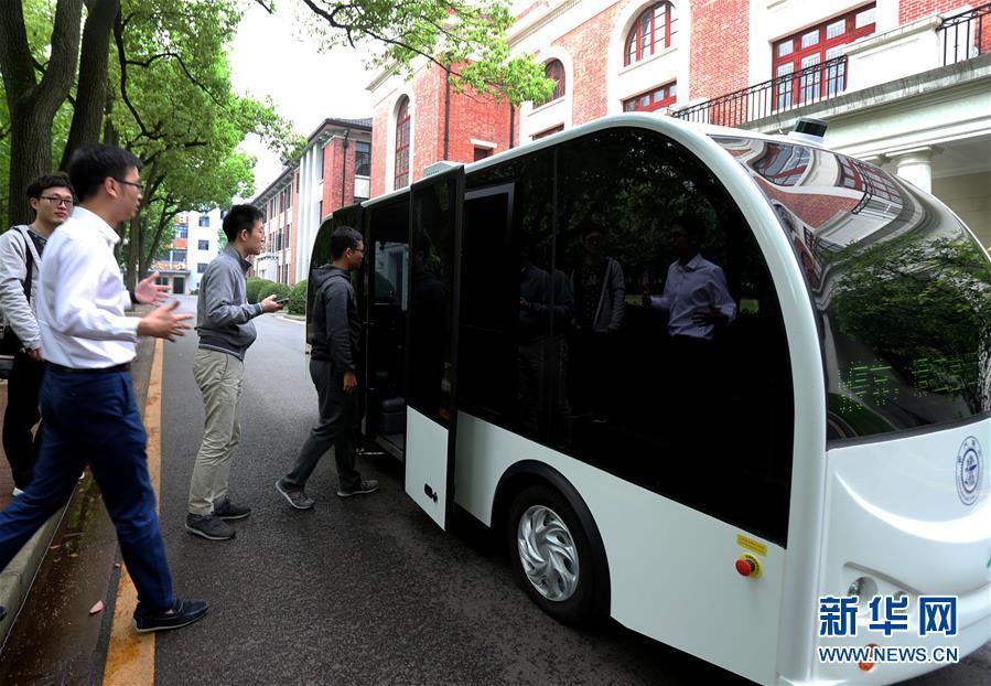 (科技)(1)无人驾驶小巴在上海交大校园实验性运行