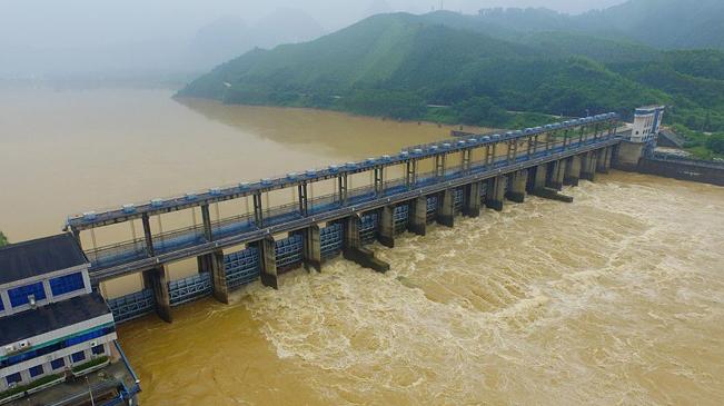 水电站调水战汛期 场面壮观