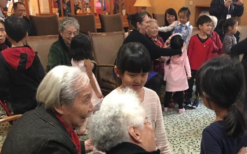 """中外记者探访""""中国式养老"""""""