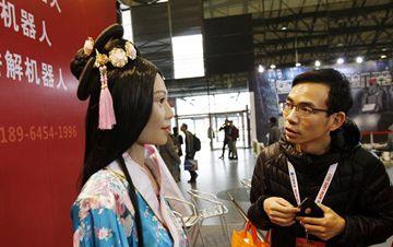 服务机器人展览会在沪开幕