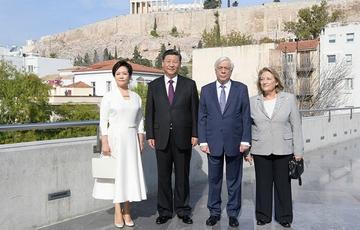 习近平和希腊总统共同参观雅典卫城博物馆