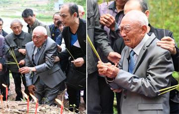 台湾国军老兵时隔77年回家 父母坟墓前痛哭