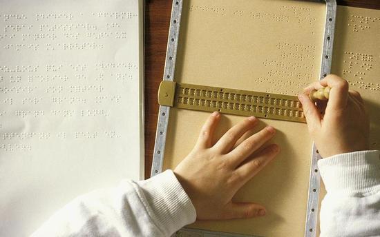 今年全国高考7名盲人考生用盲文试卷 试卷无图形