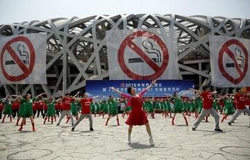 """北京""""史上最严控烟令""""实施三年 禁烟难在哪?"""