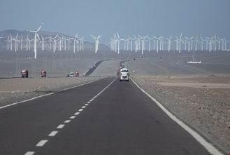 图为哈密市风电项目基地(中国经济网记者  裴小阁摄影) 拷贝.jpg