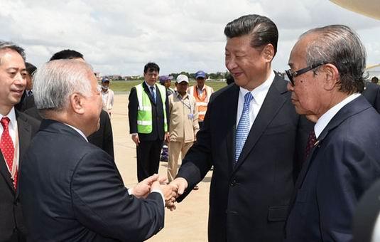 拉国并出席金砖国家领导人第八次会晤图片