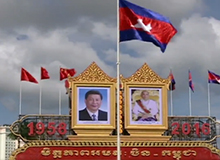 [央视新闻]柬埔寨王室珍藏的这把椅子,为啥只请习近平坐?-2.jpg