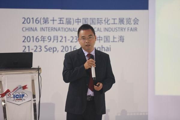 浙江巨化信息技术有限公司总经理助理祝树平发表关于中国化工云商网应用实践方面演讲.JPG