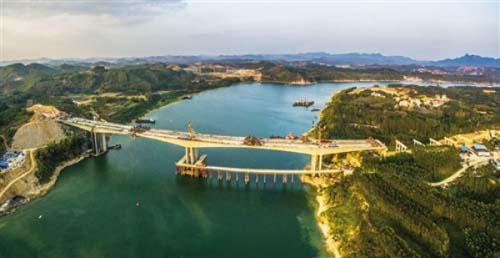 """[滚动]广西:梧州至柳州高速公路拿下""""4桥1隧""""(图)"""