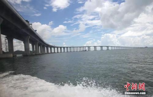 一桥飞架三地:港珠澳大桥开通 世界之最 中国骄傲!