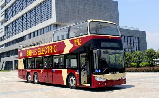 """全球首辆纯电动版双层敞篷观光巴士开启""""欧洲之旅"""""""
