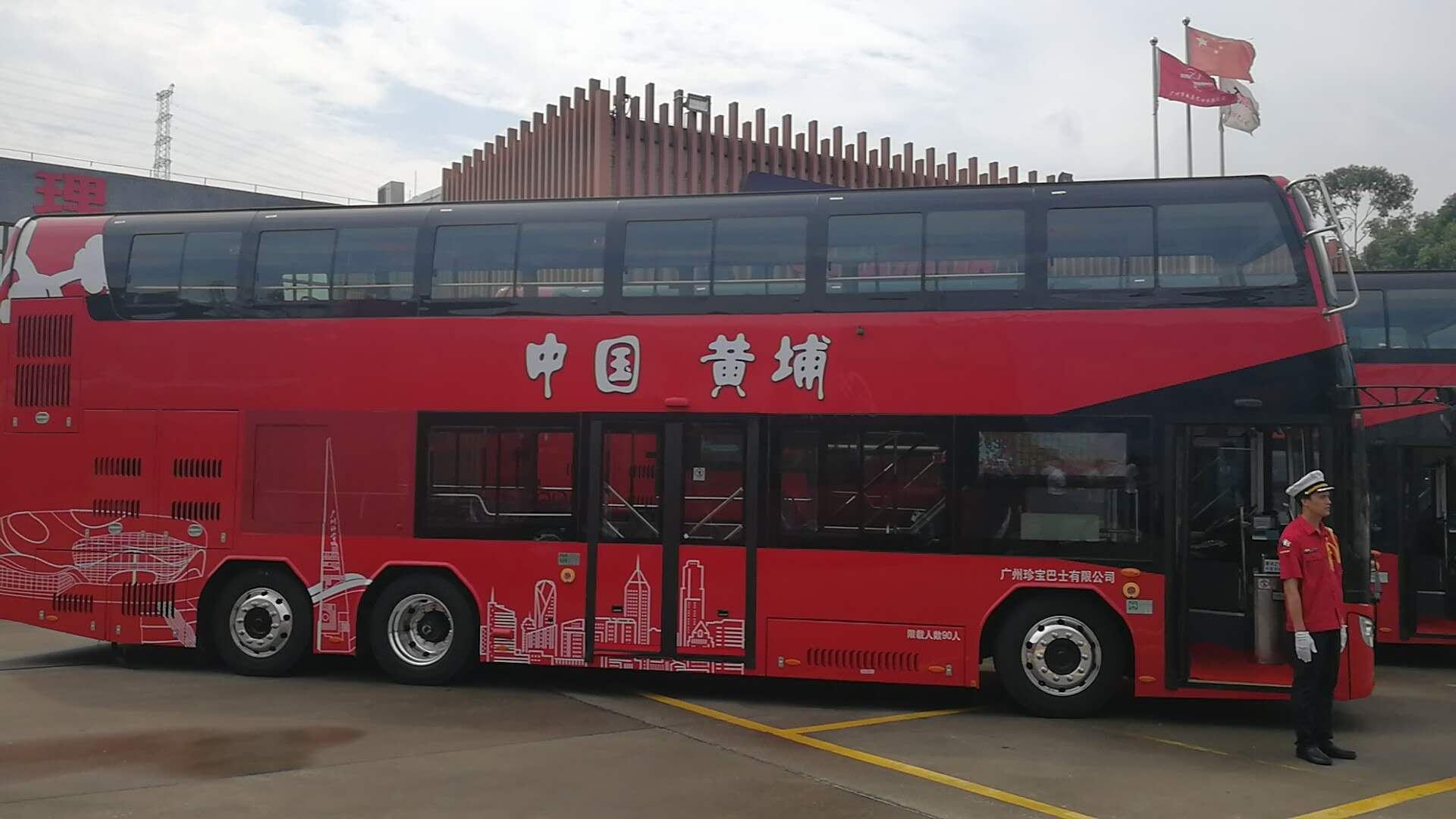 这批20辆安凯纯电动双层巴士以出口伦敦运营的车型为原版升级打造,车长12米、宽2.55米、高4.2米,以热情中国红为主色调,配以萝岗香雪 等梅花造型,美观大方。车辆一次充电35小时,满电可跑250公里,不开空调300公里,可以满足线路全天的使用需求。
