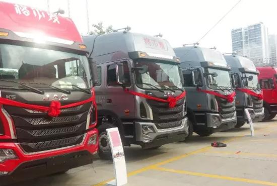 江淮格尔发k5牵引车搭载玉柴6k发动机在南宁首发