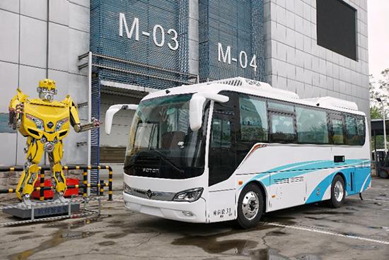 经济日报-中国经济网4月22日讯 北汽福田汽车股份有限公司(下称北汽福田)、丰田汽车公司(下称丰田汽车)和北京亿华通科技股份有限公司(下称亿华通)达成合意,共同合作推出氢燃料电池客车。这也是新能源汽车时代中日车企跨国合作的代表之作。  开放合作,促中国氢能汽车产业化 氢燃料电池汽车在《国家创新驱动发展战略纲要》《中国制造2025》《汽车产业中长期发展规划》等重要战略纲要中,均被列为要大力发展的战略新兴产业。 北汽集团作为国内新能源汽车产业的先发者和主力军之一,坚持纯电动、插电式混合动力和燃料电池三线并举