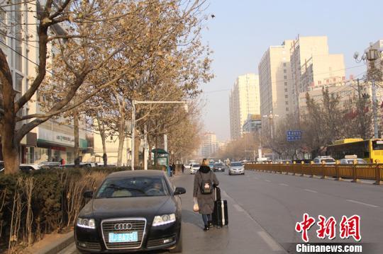 喀什、和田、克州等新疆南部地区,冬季几乎不遭遇极寒天气,最低温在零下13度左右。 朱景朝 摄