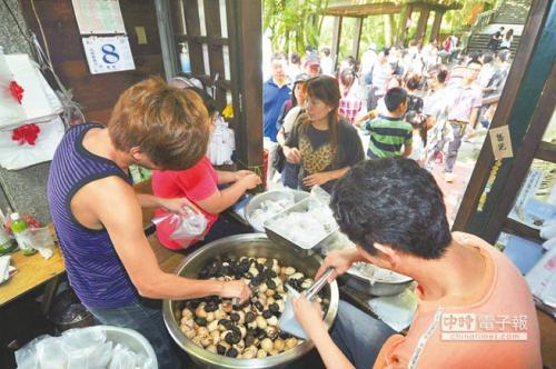 日月潭茶叶蛋生意看似不错,但这仅能算是守住基本盘,因为到这里来的,至少9成是台湾本土游客。(图片来源:台湾《中时电子报》)