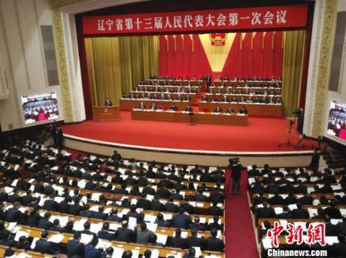 辽宁省代省长唐一军在作政府工作报告。 赵桂华 摄