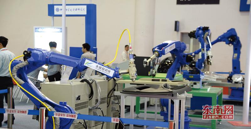 永越智能生产的激光自动切割机器人系统(企业供图).png