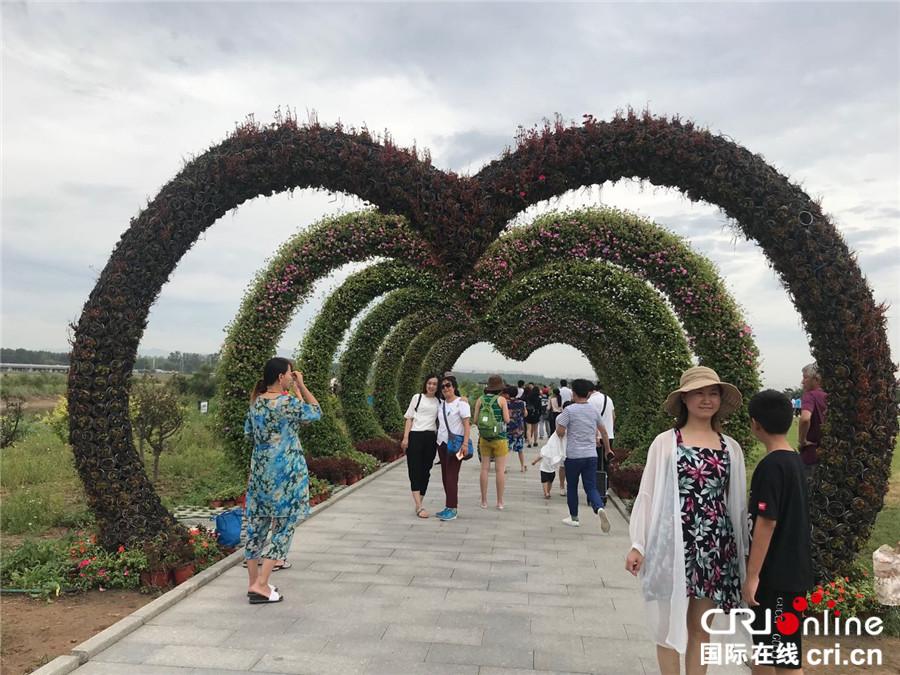 22日上午,记者团一行来到秦皇岛市北戴河的标志性景点——鸽子窝