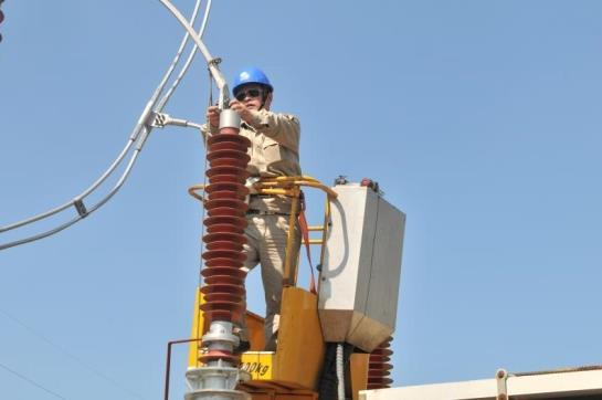 南平供电开展避雷器更换作业保障国庆可靠供有疑问的搞笑表情包图片