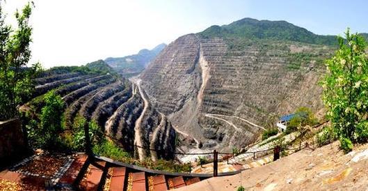 黄石矿山公园:旧矿坑摇身一变成了网红打卡地