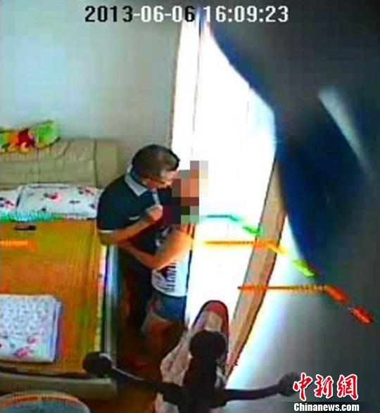 四川:女子曝不雅照举报公安局官员包养情妇(图