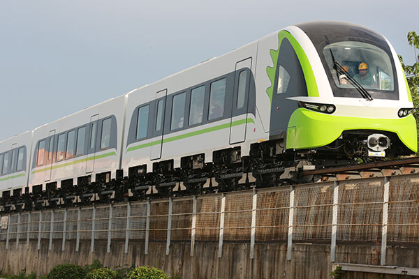 CRRC unit delivers 160 km/h maglev train for commuters