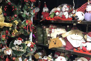 Ho, ho, ho ... Santa shrugs off trade row