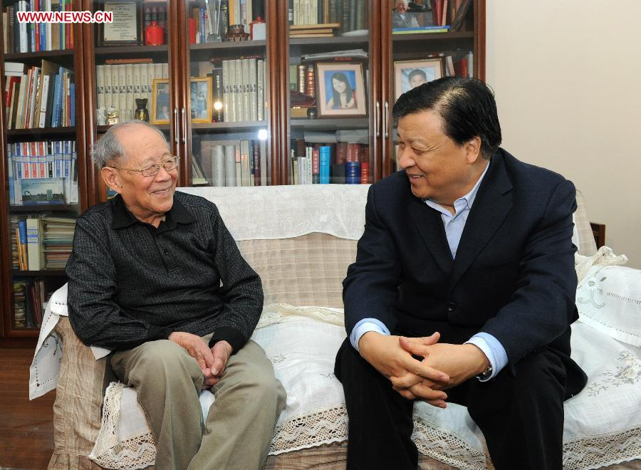 Liu Yunshan visits scientists, stresses scientific