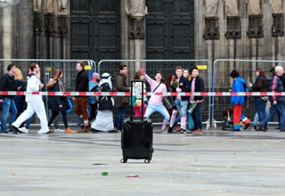 German police seals off square after suspicious box found